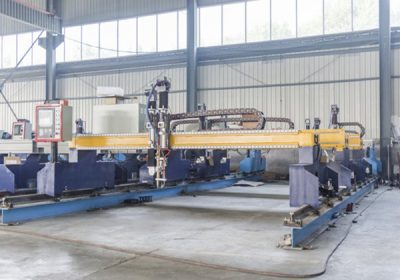 China Jiaxin 1300 * 2500mm woking area plasma cutting machine alang sa metal cutter Plasma special stat LCD panel control system